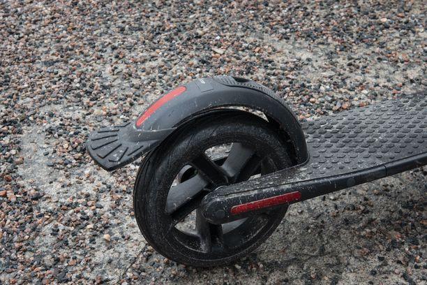 Jalkajarrua kannattaa painaa, jos äkkipysähdykselle on tarvetta.
