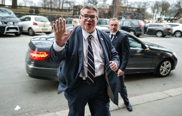 Timo Soini ilmoitti maaliskuun alussa, ettei hän jatkokautta kesäkuun puoluekokouksessa. Kuvassa Soini saapuu kuntavaalivalvojaisiin Bottalle.