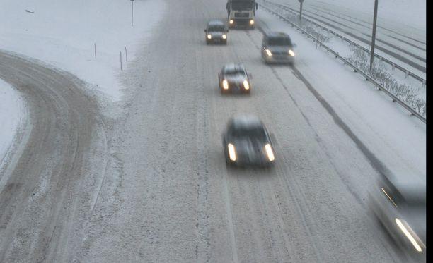 Liikennevirasto otti maaliskuun alkupuolella käyttöön nopeusrajoitusten siirtymäajat, vaikka keväästä ei ole vielä merkkiäkään.