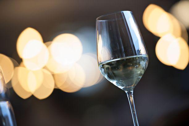 Malmöläiset saavat tilata alkoholia kotiovelleen ravintolaruoan yhteydessä. Kuvituskuva.