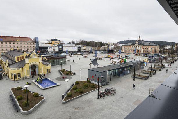Kuopion tori. KUVA: TIMO HARTIKAINEN/IL.