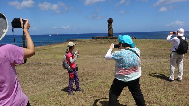 Pääsiäissaari on suosittu turistikohde, vetonaulana on oudot patsaat.