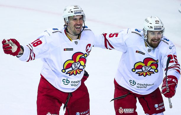 Sami Lepistön ja Pekka Jormakan riemu oli ennenaikainen, sillä Jormakan tekemä maali hylättiin kyseenalaisesti.