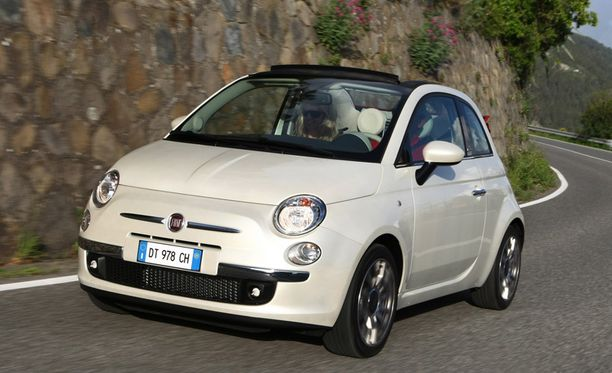 Fiat 500 -mallia aletaan tuoda sekä umpiautona että avoautona.