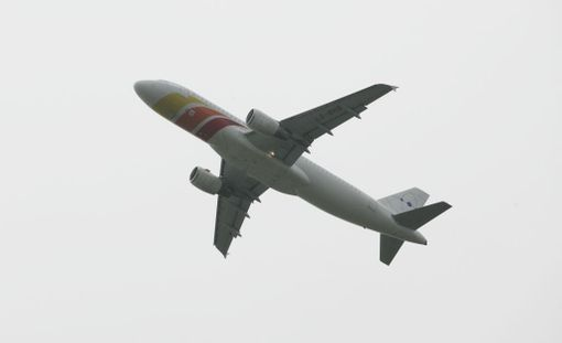 Intialaisvauva syntyi lennolla. Kuvituskuva.