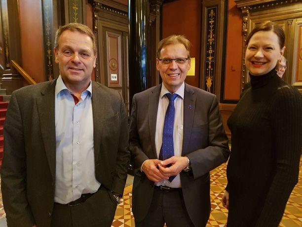 He taistelevat vetovoimasta ja veronmaksajista: Helsingin Jan Vapaavuori, Tampereen Lauri Lyly ja Turun Minna Arve 21:n kaupunginjohtajan kokouksessa Tampereella.