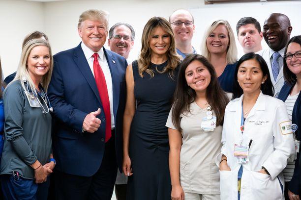 Presidentti Trump ja rouva Melania Trump vierailivat tapaamassa viikonloppuna ammuskeluissa loukkaantuneita Daytonissa ja sen jälkeen El Pasossa.