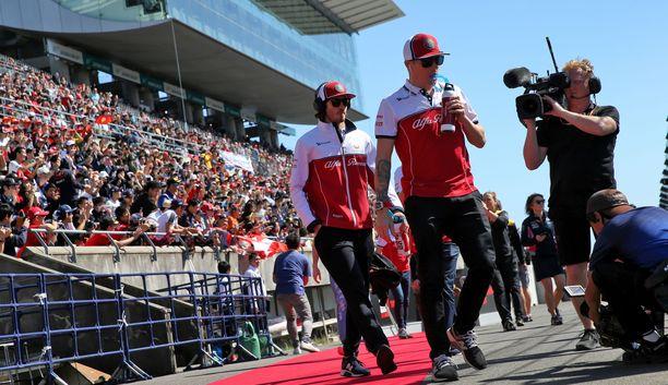 Antonio Giovinazzin ja Kimi Räikkösen edustaman Alfa Romeon taustajoukoissa on havaittu närää, väittää F1-toimittaja.