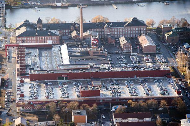 Tapaus sattui Porissa kauppakeskus Puuvillan parkkitasanteella ja siltä alas johtavalla rampilla.