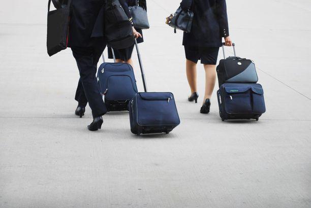 Matkustamohenkilöstö reissaa niin paljon, että matkalaukkujen pakkaaminen käy rutiinilla.