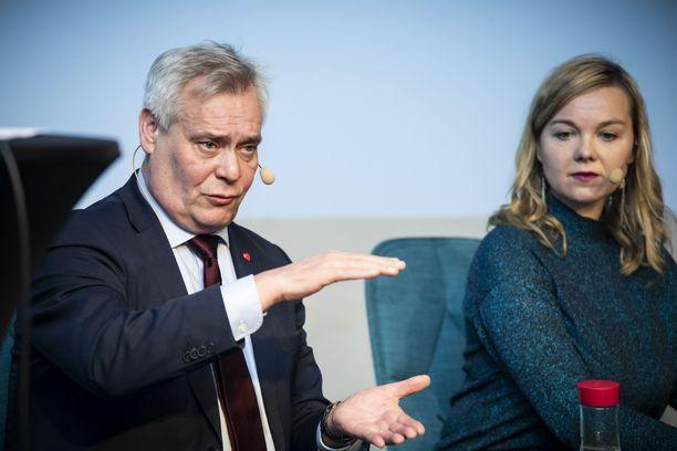 Keskustan puheenjohtajan Katri Kulmunin asema on keskeinen, kun punnitaan Antti Rinteen pääministeriyden jatkoa.