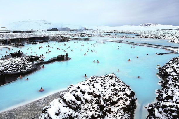 Sininen Laguuni on suosittu ulkoilmakylpylä Islannissa. Sen vesi on luonnostaan lämmintä vulkaanisen toiminnan ansiosta.