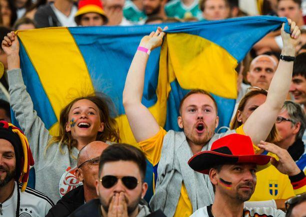Ruotsalaisfani hakattiin keskiviikkoiltana Meksiko-Ruotsi-ottelun jälkeen. Kuvituskuva Ruotsi-Saksa-ottelusta.