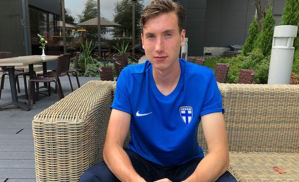 Aapo Halme harjoittelee Leedsin edustusjoukkueessa.