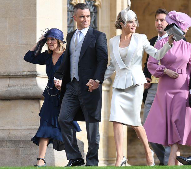 Robbie Williams ja Ayda Field juhlivat perjantaina prinsessa Eugenien häissä. Pari on hääparin vanhoja tuttuja.