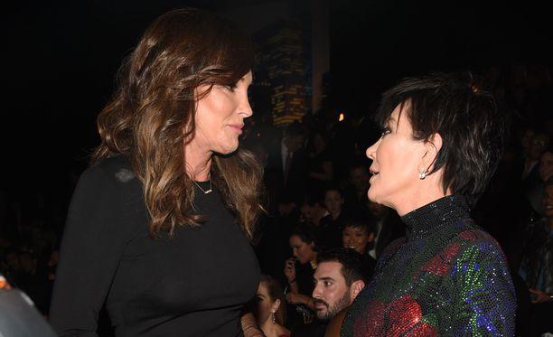 Caitlyn ja Kris Jenner olivat naimisissa 24 vuotta. Vain kuuakusi eroilmoituksen jälkeen keväällä 2015 Caitlyn ilmoitti kokevansa itsensä naiseksi.