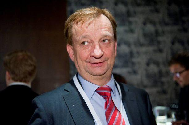 "Harry ""Hjallis"" Harkimo vastasi presidentti Sauli Niinistön kampanjan varainhankinnasta."