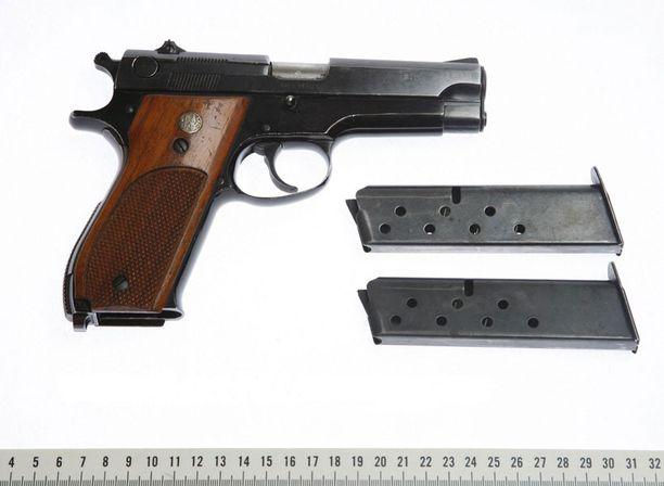 Porvoon surmissa käytetty ase oli 9-millinen puoliautomaattipistooli.