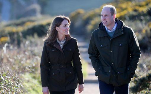 Prinssi William ja herttuatar Catherine hurmasivat bingoisäntinä – videolle räjähtävä suosio somessa