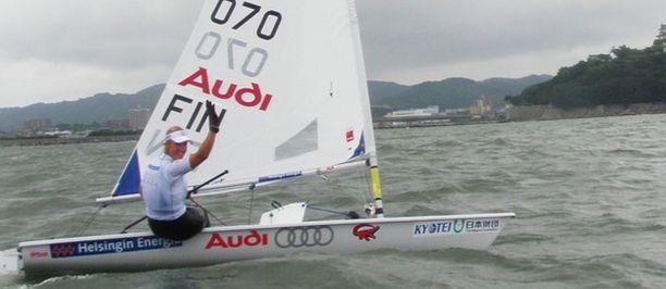 Sari Multala tuulettaa MM-kultaansa.