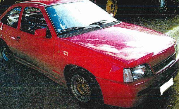 Aiemmin poliisi on pyytänyt havaintoja tästä 1988 Opel Kadett -henkilöautosta ja sen liikkeistä erityisesti Joensuun ja Ilomantsin alueella