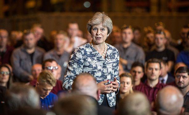 Britannian pääministeri Theresa May yrittää saada ehdotuksensa EU:n ja Britannian tulevista suhteista läpi, jotta maan ei tarvitsisi lähteä unionista ilman sopimuksia.
