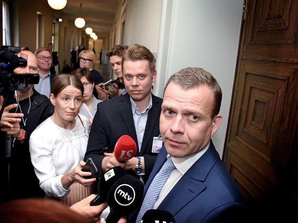 Valtiovarainministeri Petteri Orpo ajaa itsekin dieselautolla, ja ymmärtää, miksi ihmiset ovat huolissaan dieselin hinnan noususta.
