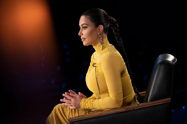 Kim Kardashian yllytti lapsiaan tonttujahtiin, jonka jäljiltä kotiin jäi paljon sotkua.