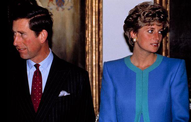 Pariskunnan välit olivat jäiset Prinssi Charlesin suhteen Camilla Parker-Bowlesin kanssa paljastuttua.