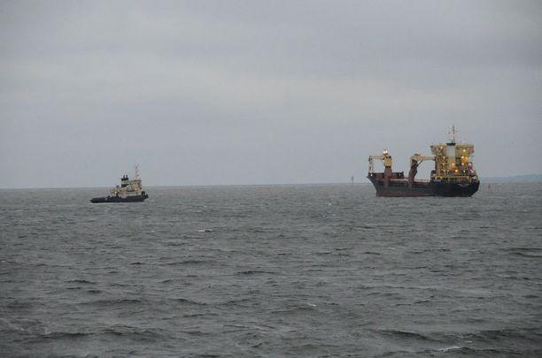Perjantaina Thor Liberty pääsi hetkeksi merelle, kun se vaihtoi Mussalon C-laituriin.