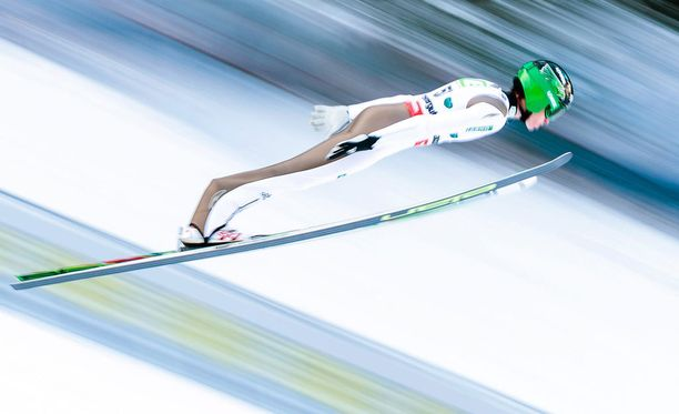 Slovenian Peter Prevc täräytti uuden mäkiennätyksen.