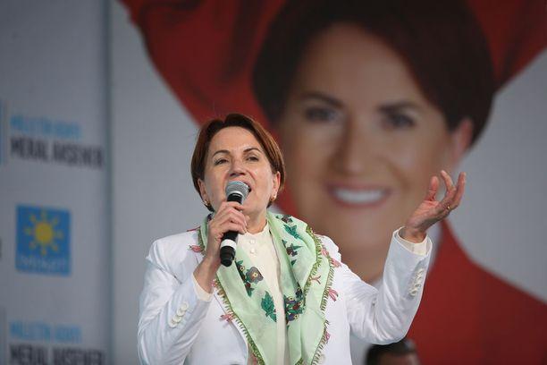 Meral Aksener on ainoa naisehdokas presidentinvaaleissa Turkissa.