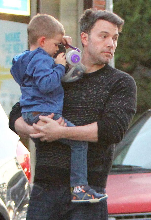 Ben Affleck sylissään perheen nuorimmainen.