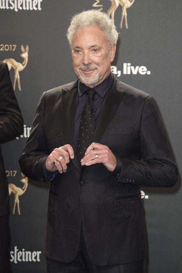 Tom Jonesilla on myös Mark-poika avioliitostaan Linda Woodwardin kanssa. Mark syntyi vuonna 1957.