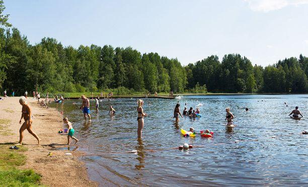 Kesähellettä Pirkanmaalla, kuvassa Peltolammin uimaranta.