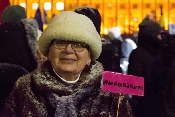 Opettaja Ruxandra Deligioz, 62, haluaa, että rahan sijaan puhuttaisiin myös ihmisoikeuksien ja perustuslain kunnioittamisesta.