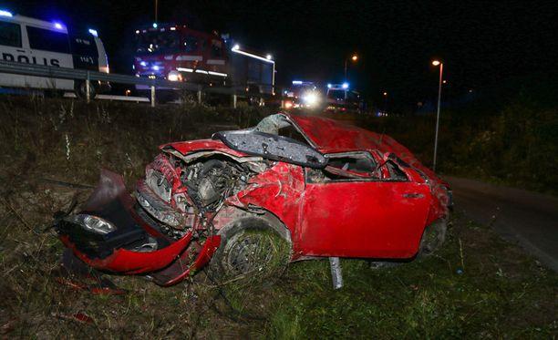 Toyota Yaris -mallisen henkilöauton kuski ajoi rajusti ulos perjantai-iltana Haminassa.