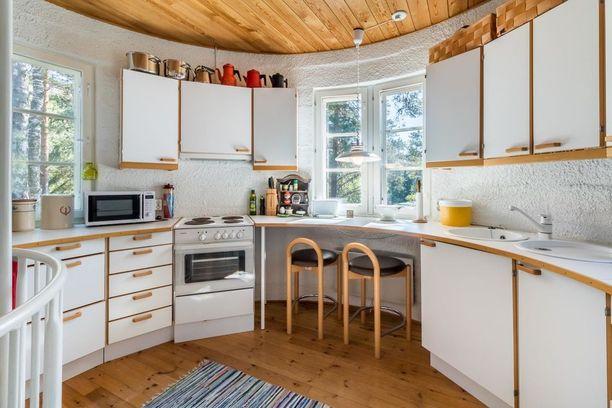 Tornissa on myös pieni keittiö.