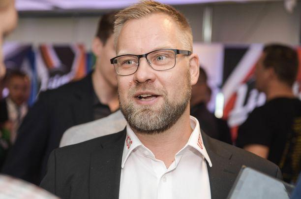 Mikko Manner valmentaa päätyökseen Oulun Kärppiä SM-liigassa.