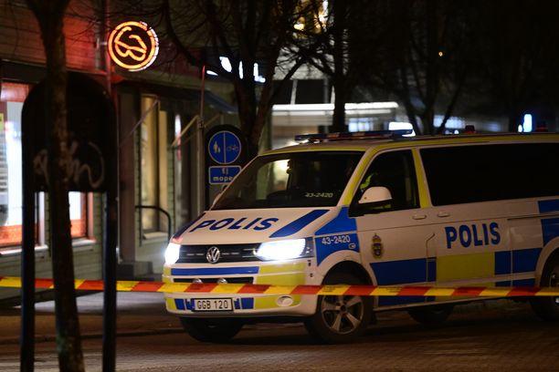 Poliisi eristi hyökkäysalueen Vetlandassa keskiviikkona.