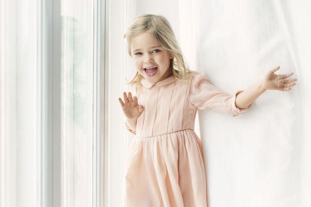 Prinsessa Leonore nelivuotiskuvassaan.