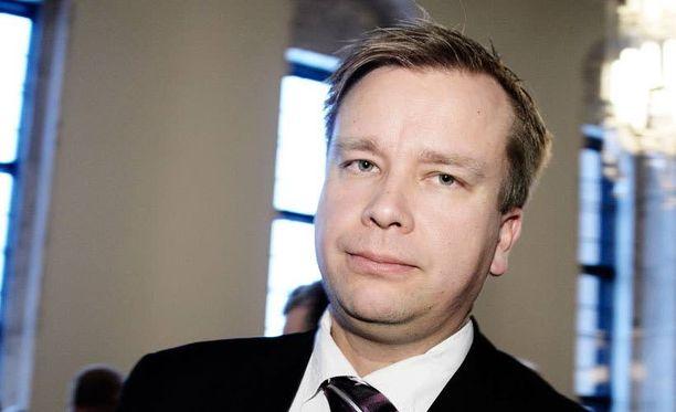 Antti Kaikkosen mukaan laki asettaa tiettyjä rajoituksia Ranskan auttamiselle.