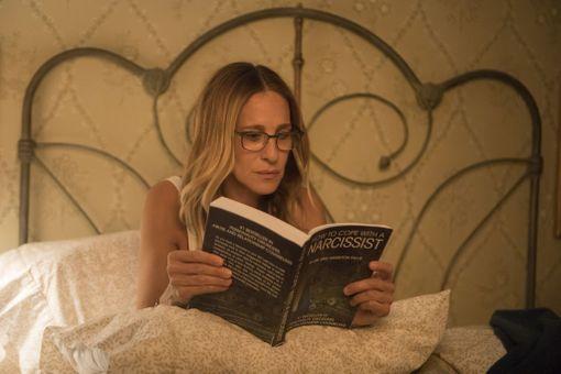 Divorcen Frances lukee How to Cope With a Narcissist -kirjaa. Kenties sinäkin saatoit turhautuneena lainata kirjastosta vastaavanlaisen opuksen, kun yksi potentiaalinen deittikumppani pisti pääsi pyörälle vain ja ainoastaan ikävällä tavalla.