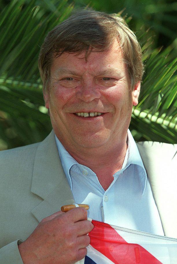 Näyttelijä Warren Clarke muistetaan etenkin Yorkshiren etsivät -sarjasta. Kuva Cannesin filmijuhlilta vuonna 2001.