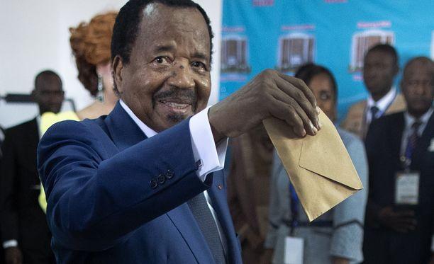 Paul Biya on johtanut Kamerunia vuodesta 1982. Ennen sitä hän toimi seitsemän vuoden ajan maan pääministerinä.