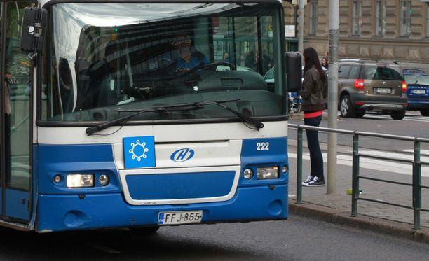 Ennakkotiedoista poiketen, osa pääkaupunkiseudun busseista kulkee tänäänkin.