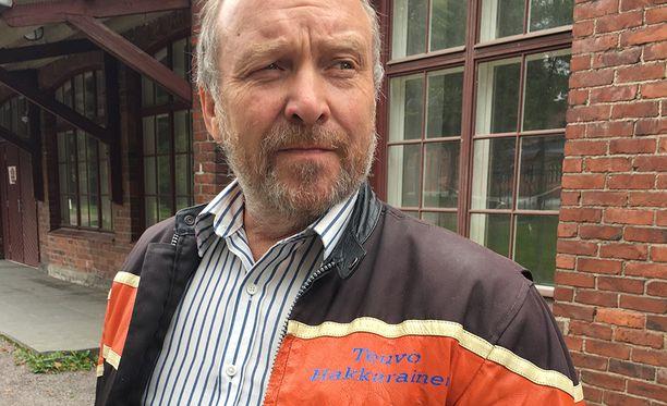 """Perussuomalaisten toiseksi varapuheenjohtajaksi kesäkuun puoluekokouksessa noussut Teuvo Hakkarainen ottaa esille Dublinin sopimuksen ja kysyy, mitä """"sopimuksilla on merkitystä, jos niitä ei missään noudateta""""."""