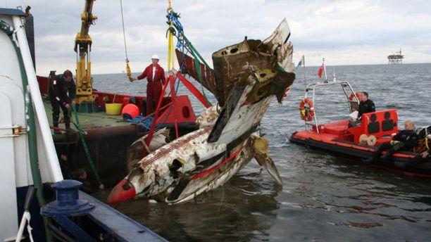 Kerhon jäsen Kate Burrows oli lentämässä Man-saarelle, kun hänen koneensa putosi Irlanninmereen. - Pelastajat olettivat löytävänsä ruumiin, kertoo Burrows.
