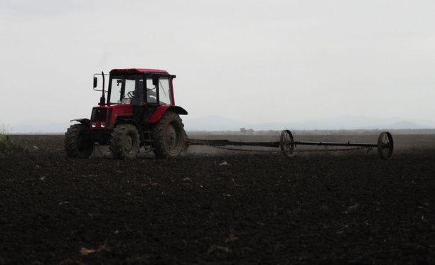 Viljelijät järjestävät perjantaina traktorimarssin ja mielenosoituksen maatilojen talousahdingon takia.