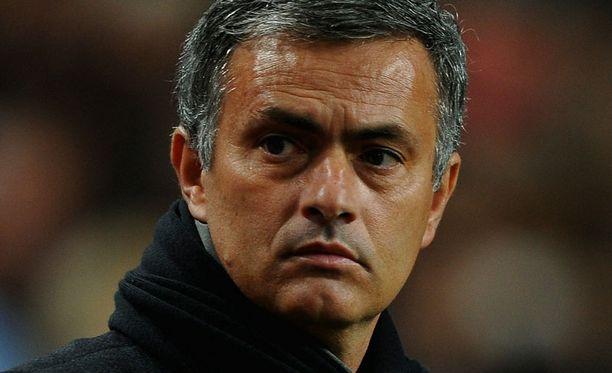 Jose Mourinho sai sanktiot Ajax-ottelun farssista.